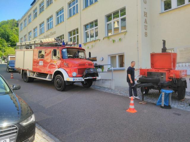 Read more about the article Hirschbacher Ortsfeuerwehr vor der Schule zum Stadtfest in Glashütte