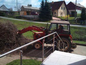 Read more about the article Frühjahrsputz am Dorfgemeinschaftszentrum 2011
